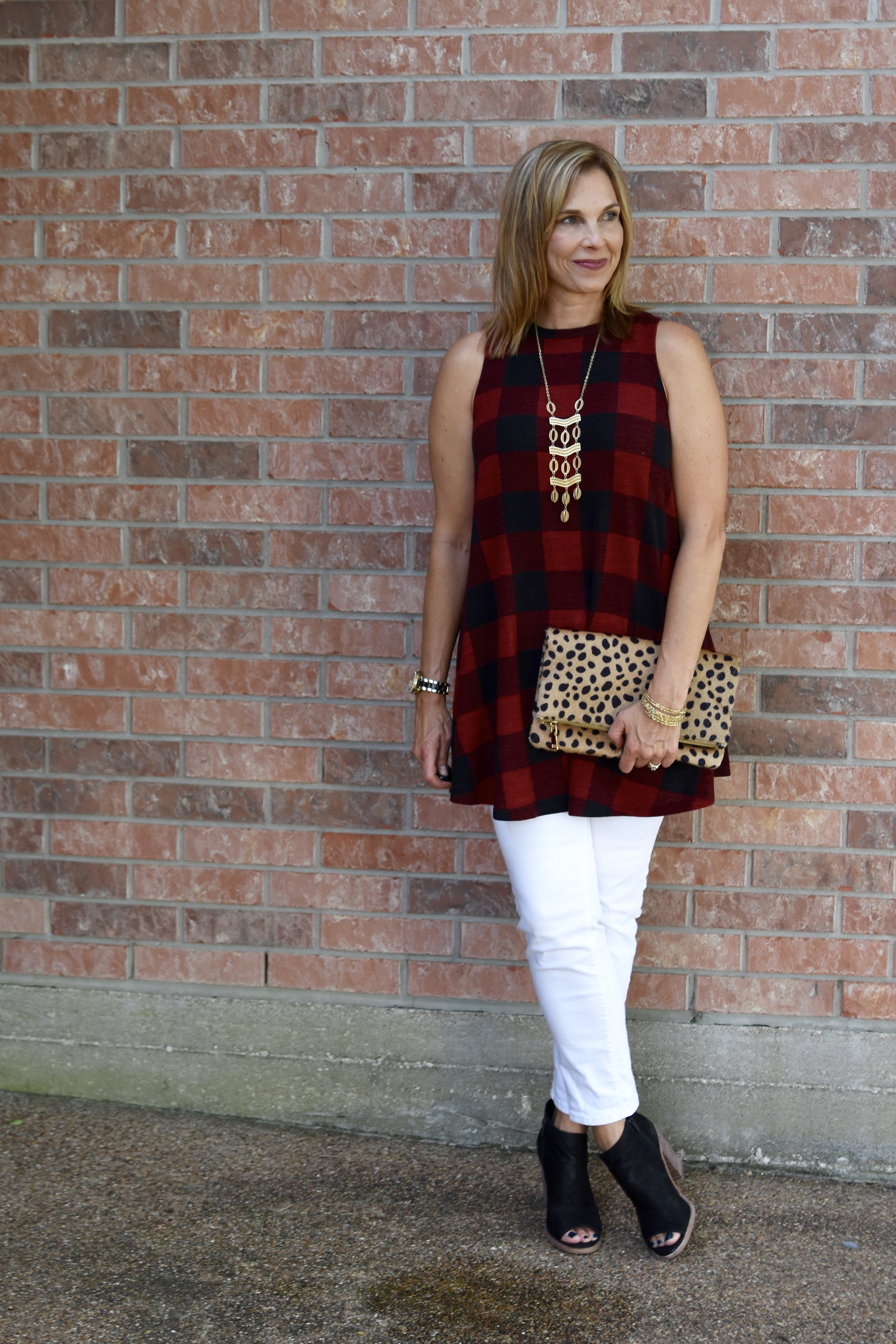 This sleeveless Buffalo check swing top is perfect for the Texas Summer to Fall Wardrobe Transition