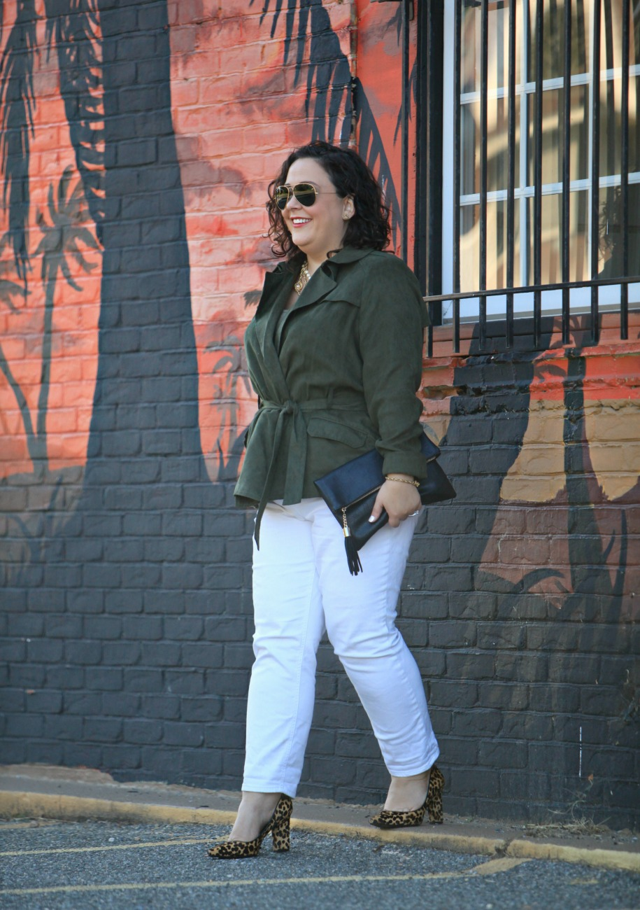 98d30624a8c Alison from Wardrobe Oxygen shows that by pairing her white pants with a  darker top and some gorgeous animal print pumps